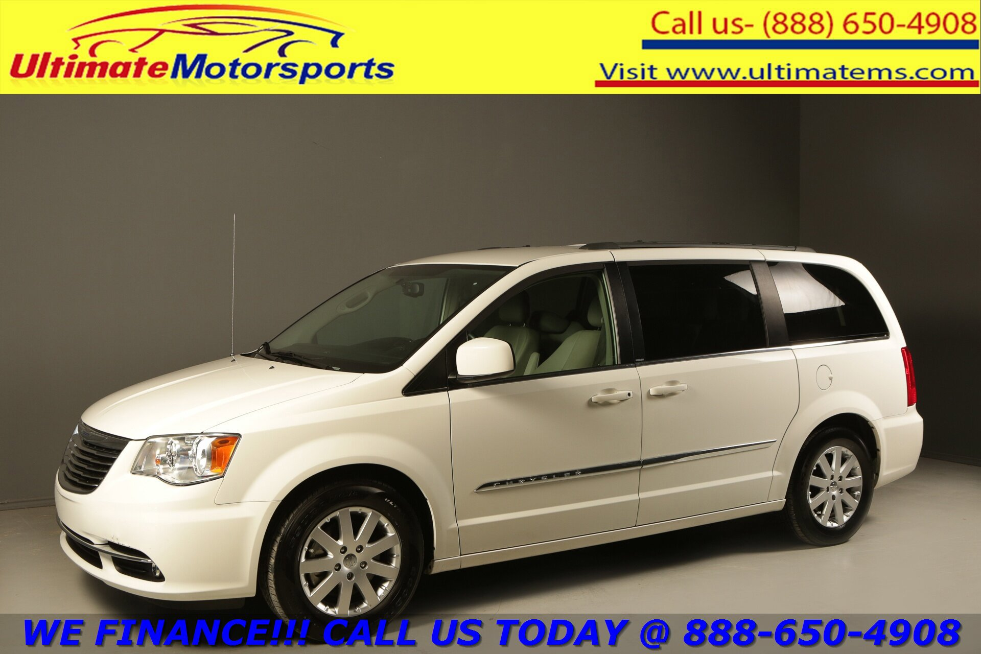 2013 Chrysler Town & Country Touring image