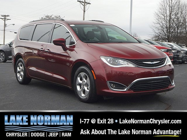 2017 Chrysler Pacifica Hybrid Premium image