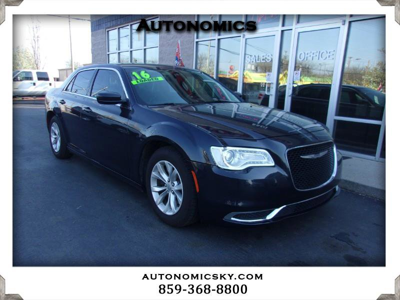 2016 Chrysler 300 Limited image