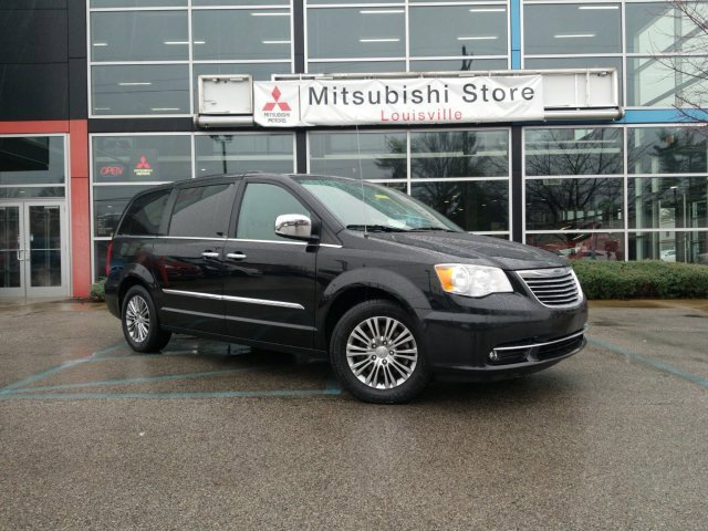 2014 Chrysler Town & Country Touring-L w/ TRAILER TOW GROUP image