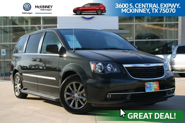 2016 Chrysler Town & Country S w/ DRIVER CONVENIENCE GROUP image