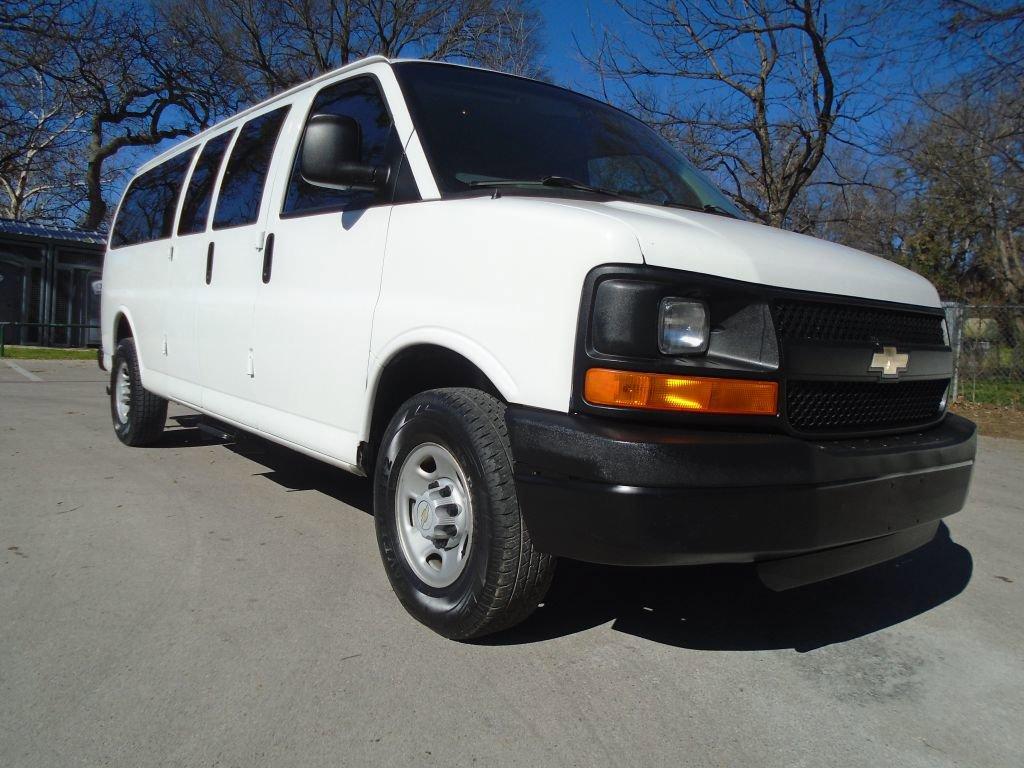 2008 Chevrolet Express 3500 Extended Passenger image