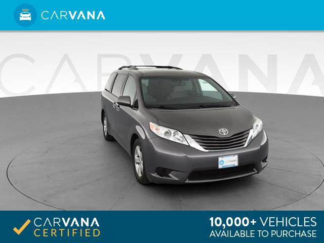 2016 Toyota Sienna LE image