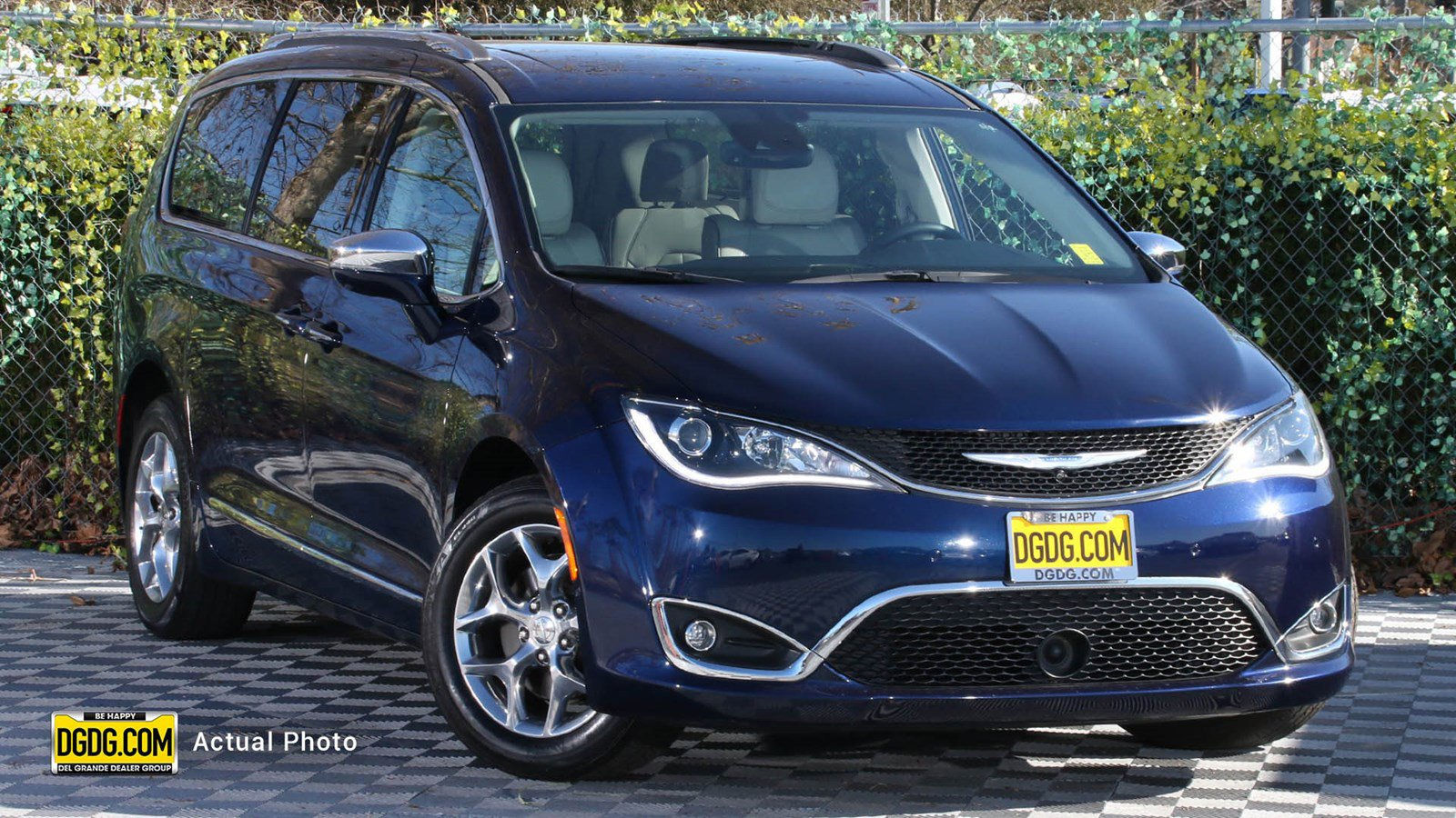 2017 Chrysler Pacifica Limited image