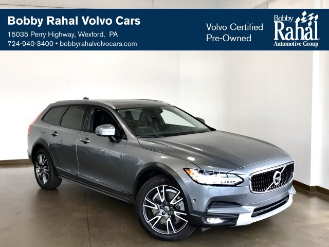 2017 Volvo V90 T6 Cross Country image