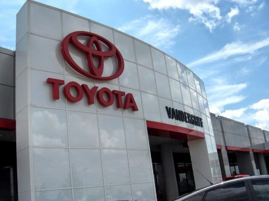 Vandergriff Toyota Car Dealership In Arlington Tx 76017