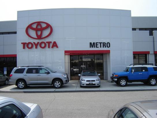 metro toyota car dealership in brookpark oh 44142 kelley blue book. Black Bedroom Furniture Sets. Home Design Ideas