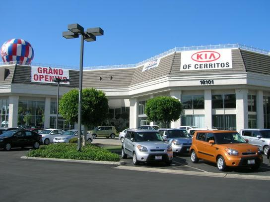 Kia of Cerritos 3