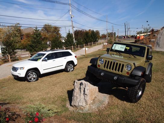 cross chrysler jeep louisville ky 40232 car dealership and auto financing autotrader. Black Bedroom Furniture Sets. Home Design Ideas