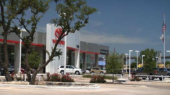 Alamo Toyota car dealership in SAN ANTONIO, TX 78232 ...