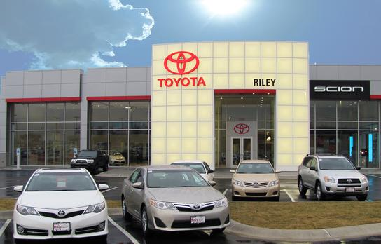 Riley Toyota Car Dealership In Jefferson City Mo 65101