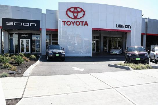 toyota lake city seattle wa 98125 4430 car dealership and auto financing autotrader. Black Bedroom Furniture Sets. Home Design Ideas
