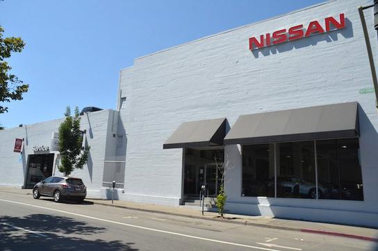 autocom nissan new used car dealership serving the bay autos post. Black Bedroom Furniture Sets. Home Design Ideas