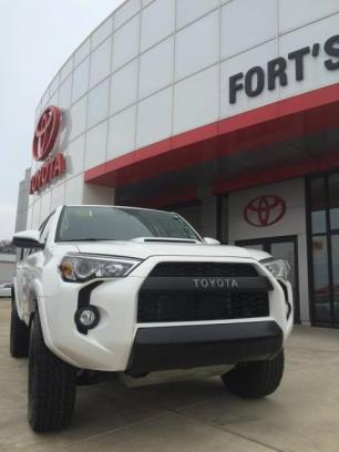 Fort's Toyota of Pekin 3