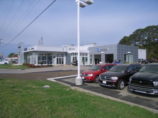 pomoco chrysler jeep of hampton hampton va 23666 car dealership and auto financing autotrader. Black Bedroom Furniture Sets. Home Design Ideas