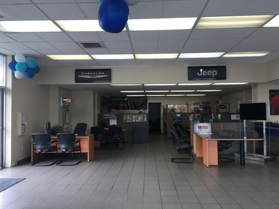 chrysler dodge jeep ram of seattle car dealership in seattle wa 98133 6912 kelley blue book. Black Bedroom Furniture Sets. Home Design Ideas
