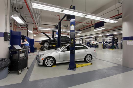 Mercedes benz manhattan new york ny 10019 car for Mercedes benz authorized body shop