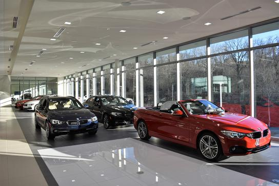 the bmw store car dealership in cincinnati oh 45227 1233 kelley blue book. Black Bedroom Furniture Sets. Home Design Ideas