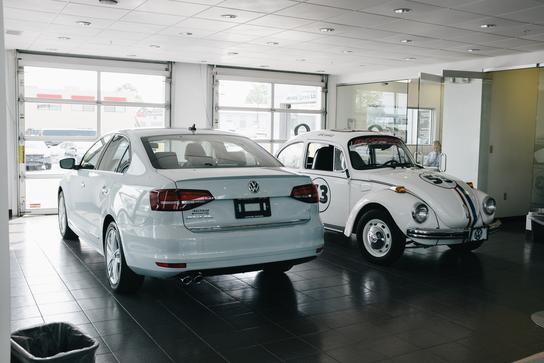 Bachman Volkswagen car dealership in Louisville, KY 40299 - Kelley Blue Book