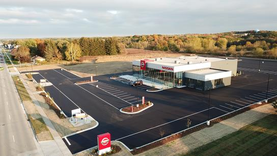 russ darrow nissan of west bend west bend wi 53095 car dealership and auto financing. Black Bedroom Furniture Sets. Home Design Ideas