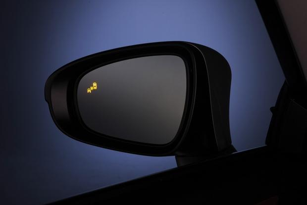 are blind spot monitors worth the extra money autotrader. Black Bedroom Furniture Sets. Home Design Ideas