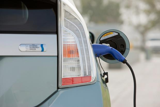 Buying a Car: Why Aren't There More Plug-In Hybrids? featured image large thumb0