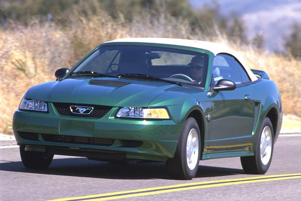 Buying a Used Ford Mustang: Everything You Need to Know featured image large thumb0