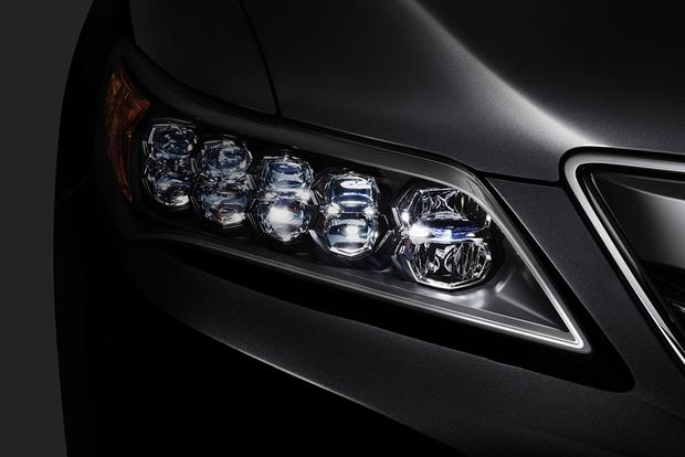 What's the Difference Between Xenon and LED Headlights? featured image large thumb0