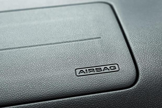Do Airbags Need to be Replaced at a Certain Age? featured image large thumb0