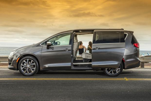 Self-Driving Cars: Why Google Tapped the Chrysler Pacifica featured image large thumb0