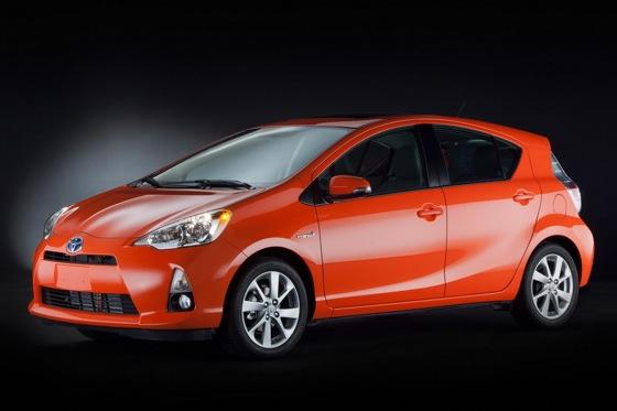 Toyota Unveils Prius c Subcompact Ahead of Detroit Auto Show featured image large thumb0