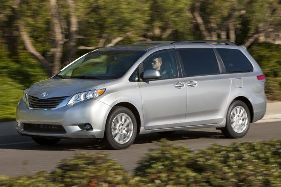Toyota Recalling 200,000 Sienna Minivans featured image large thumb0