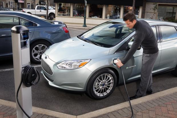 2012 Ford Focus Electric Begins Retail Life with Low-Key Deliveries featured image large thumb0