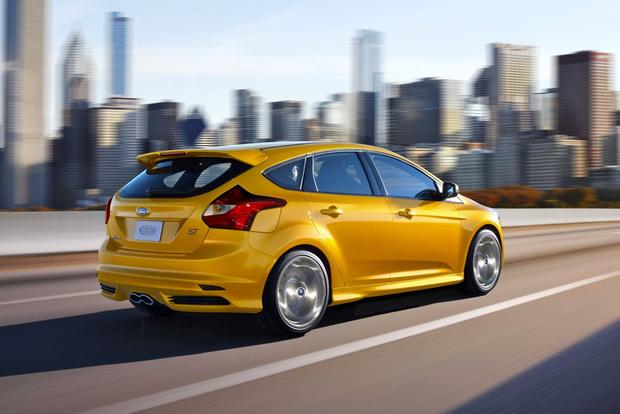 Ford Offers Focus ST Fleet for High-Performance Driving Instruction featured image large thumb0