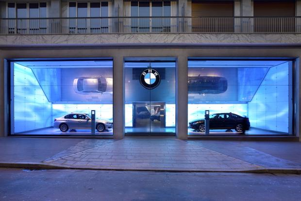 "BMW to Add Product ""Geniuses"" to Dealerships featured image large thumb0"