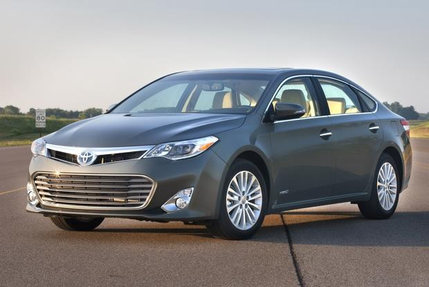 Toyota's All-New 2013 Avalon Gets Hybrid Version featured image large thumb0