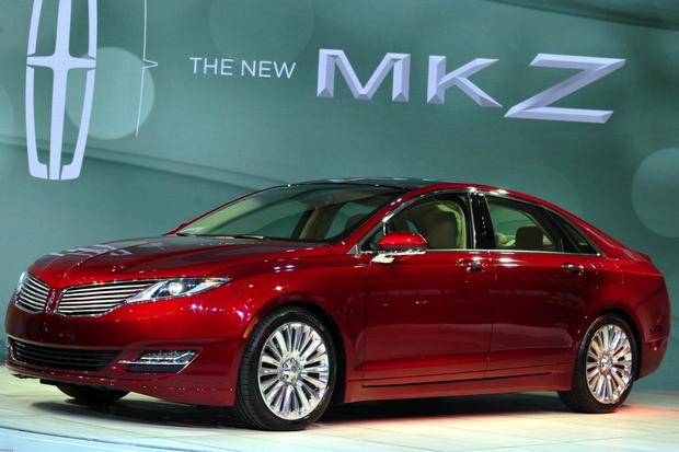 2013 Lincoln MKZ Delays Prompt Lincoln to Buy Dinner for Customers featured image large thumb0