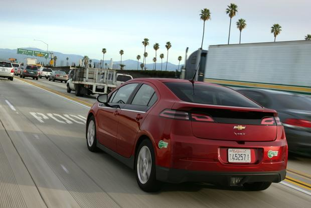 Chevrolet Volt Gets a Price Cut for 2014 featured image large thumb0