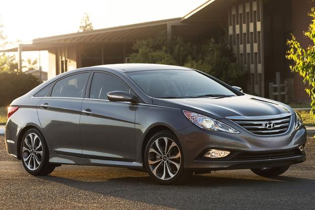 2014 Hyundai Sonata Receives Updated Design and Features featured image large thumb0
