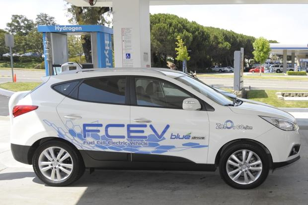 Hydrogen-Powered Cars Coming to Automaker Lineups featured image large thumb0