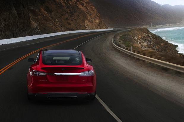Cheaper Tesla Model E Expected to Debut at 2015 Detroit Show featured image large thumb0