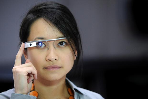 2015 Hyundai Genesis Links With Google Glass at Consumer Electronics Show featured image large thumb0