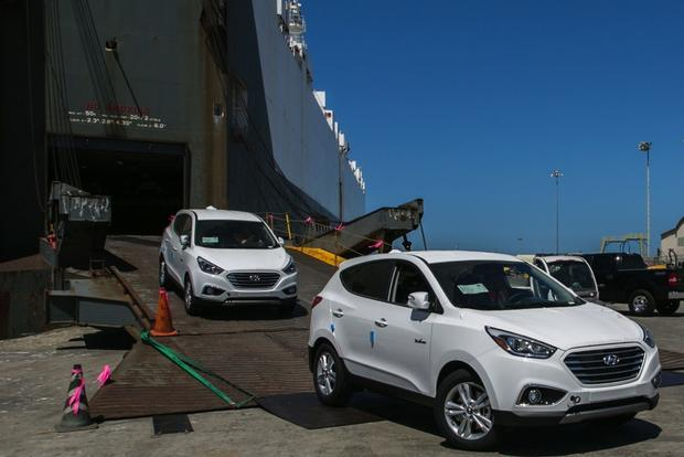 First Hyundai Tucson Fuel Cell Vehicles Delivered to U.S. Market featured image large thumb0