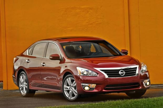 2015 Nissan Altima Gets More Equipment and Better Gas Mileage featured image large thumb0
