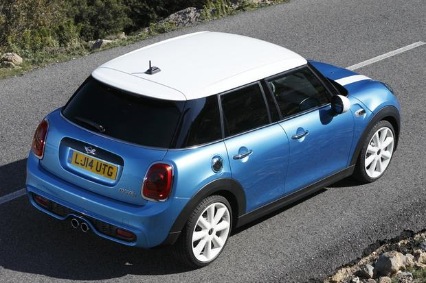 5 Door Mini Cooper Hatchback Officially Revealed Featured Image Large Thumb0