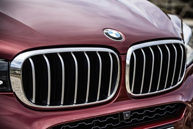 BMW Previews Wireless Charging for Electric Cars featured image large thumb0