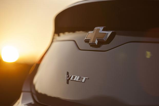 2016 Chevrolet Volt Will Offer Better All-Electric Range featured image large thumb0