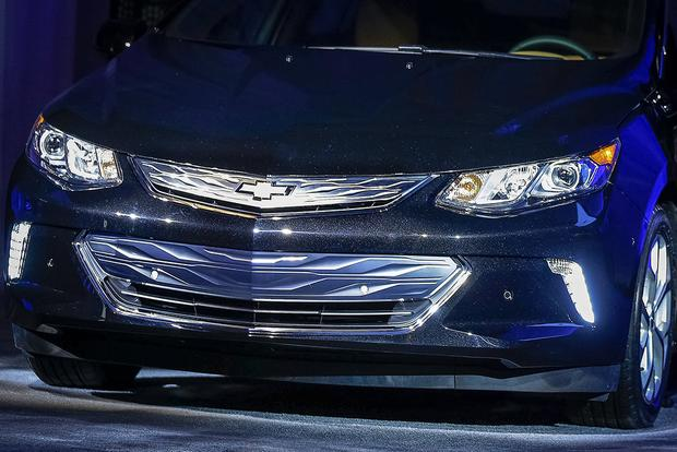 Updated 2016 Chevrolet Volt Shown at Consumer Electronics Show featured image large thumb0