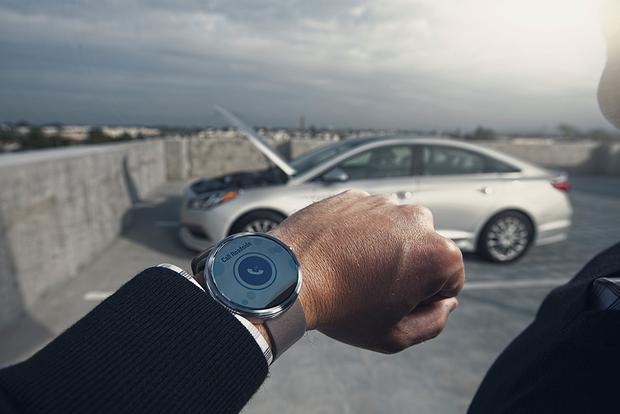 Hyundai Announces Smartwatch App for Vehicles With Blue Link featured image large thumb0