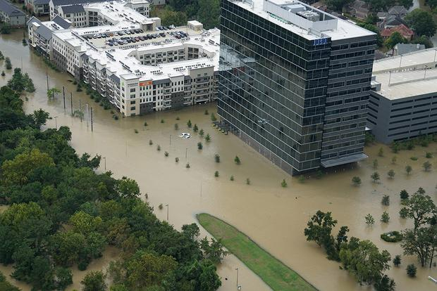 Automakers Offer Payment Relief to Victims of Hurricane Harvey featured image large thumb0